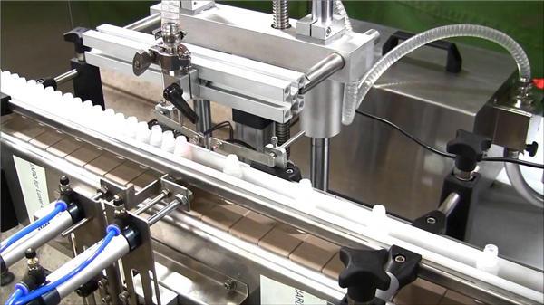 Vysokorychlostní automatický stroj na plnění lahví e-tekutinami