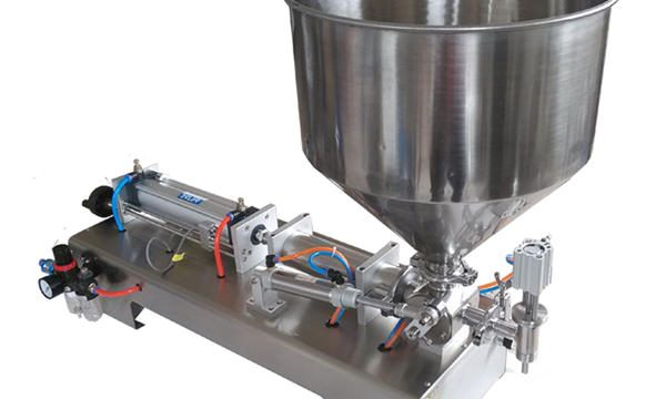 Poloautomatický plnící stroj na skleněné nádoby s pístem