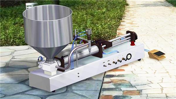 Poloautomatický vertikální stroj na plnění pasty